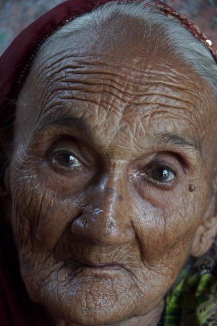 Frau in Indien - über 100 Jahre alt (piqs.de ID: 1ba395ba38c030a30ed19dd6a1592d94)