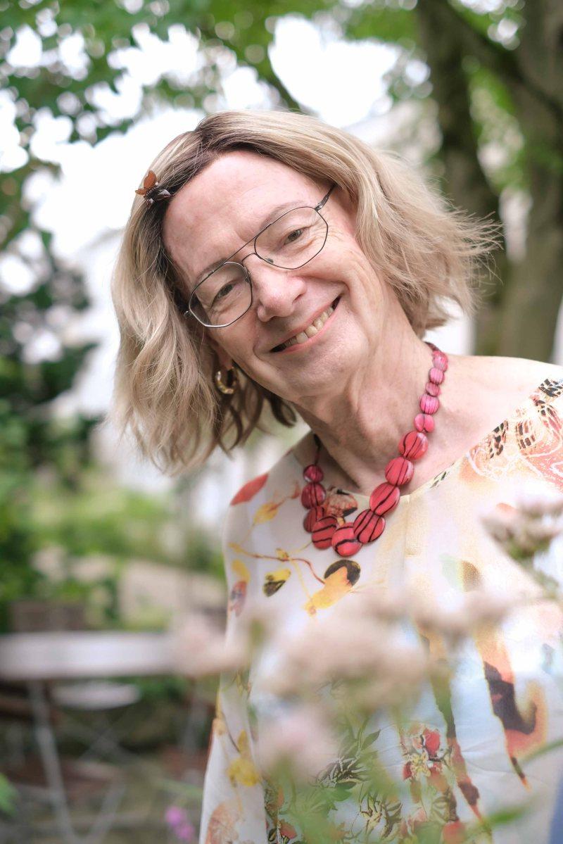 2. leben, Frausein, Transgender